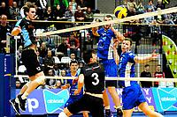 GRONINGEN - Volleybal, Lycurgus - TT Papendal, Alfa College, Eredivisie,  seizoen 2018-2019, 31-01-2019,  Lycurgus speler Auke van der Kamp en Lycurgus speler Niels de Vries kijken de bal na