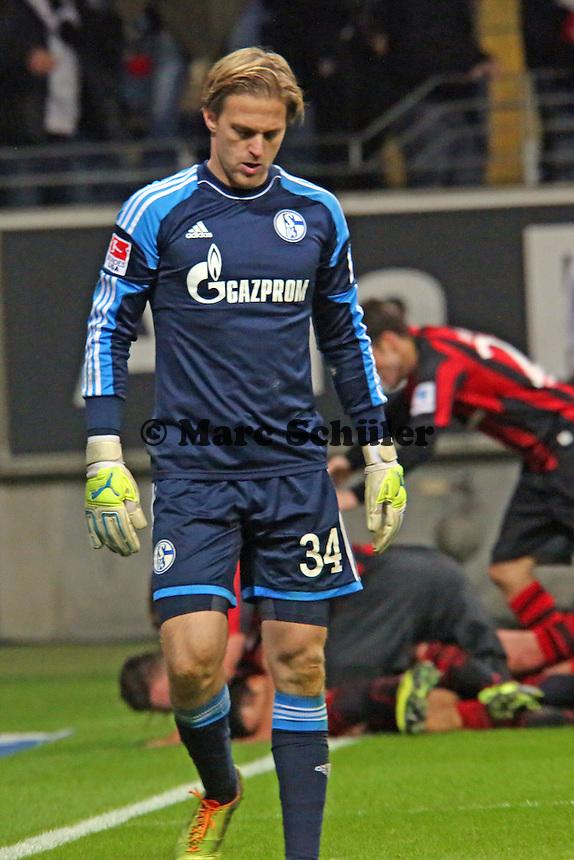 Timo Hildebrand (Schalke) frustriert, dahinter der Torjubel Joselu (Eintracht) beim 3:2 - Eintracht Frankfurt vs. FC Schalke 04, Commerzbank Arena