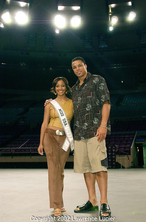 NEW YORK-AUGUST 14:  Miss USA 2002 Shauntay Hinton and All Pro Tight End Tony Gonzalez of the Kansas City Chiefs appear at the New York Knicks City Dancers audition at Madison Square Garden August 14, 2002, in New York City.  Five hundred contestants competed for eighteen positions.