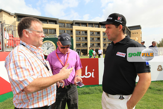 Irish Media invade the 1st tee with karl McGinty leading the charge  Dermot Gallaise and Bernie Maguire following up to Speak to Damien McGrane, Padraig Harrington and Peter Lawrie ahead of the players meeting tonight at the Abu Dhabi HSBC Golf Championship in the Abu Dhabi golf club, Abu Dhabi, UAE..Picture: Fran Caffrey/www.golffile.ie.