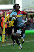 Marland Yarde of Harlequins accelerates down the right wing during the Aviva Premiership match between Harlequins and Exeter Chiefs at The Twickenham Stoop on Saturday 7th May 2016 (Photo: Rob Munro/Stewart Communications)