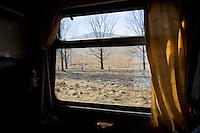 ROMANIA / Transylvania / Between Brasov and Sibiu / 08.03.2007 / On the train in central Romania. © Davin Ellicson / Anzenberger