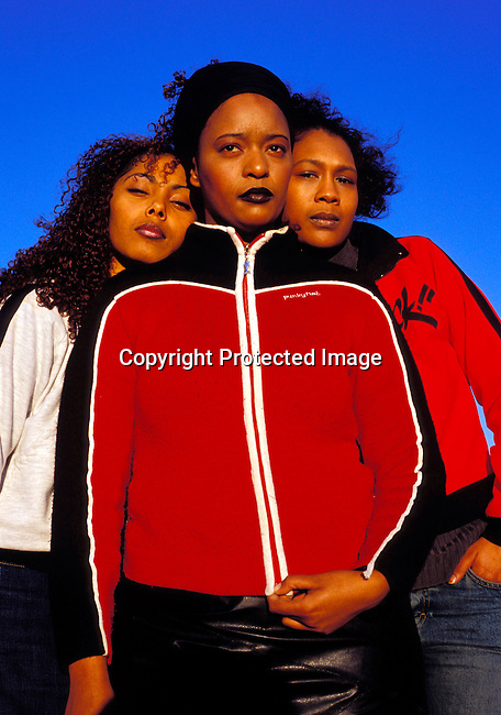 dimuhip00010 Music The all female hip-hop group Godessa on September 5, 2002 in downtown Cape Town, South Africa. .©Per-Anders Pettersson/iAfrika Photos