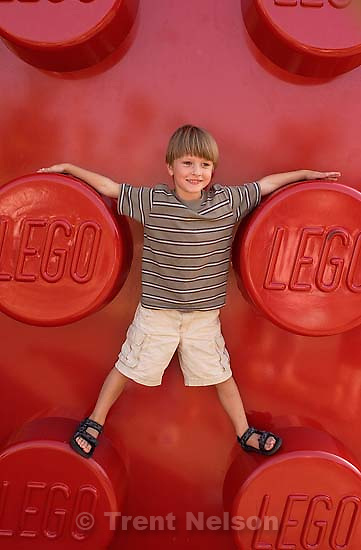 Noah Nelson at the Lego Store. 10/08/2001, 4:54:09 PM<br />