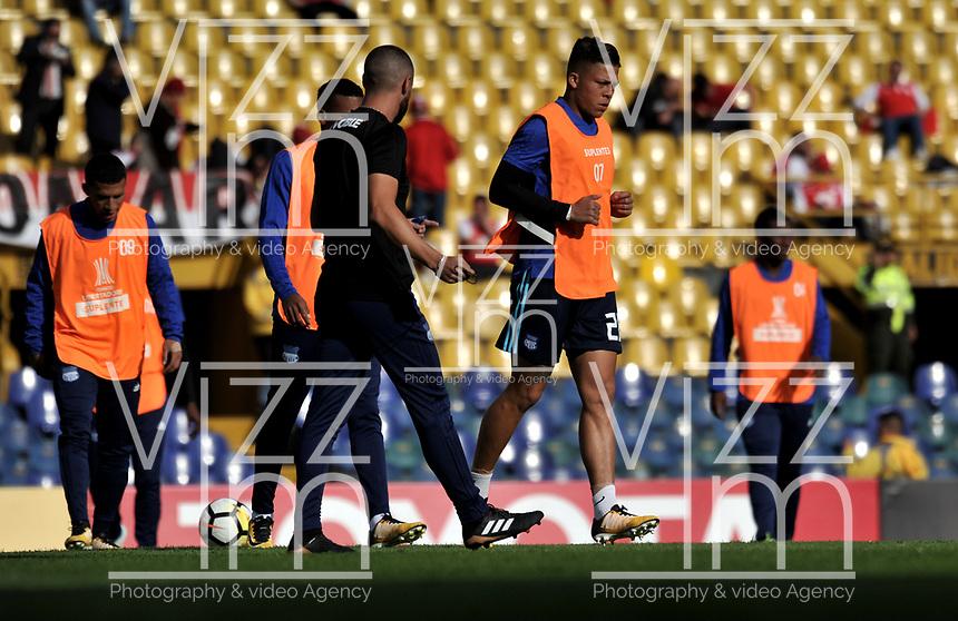 BOGOTA - COLOMBIA - 01 - 03 - 2018: Los jugadores de Emelec (ECU), calientan antes de partido de vuelta entre Independiente Santa Fe (COL) y Emelec (ECU), de la fase de grupos, grupo 4, fecha 1 de la Copa Conmebol Libertadores 2018, jugado en el estadio Nemesio Camacho El Campin de la ciudad de Bogota. / Emelec (ECU) players warm up after the match for the second leg between Independiente Santa Fe (COL) and Emelec (ECU), of the group stage, group 4, 1st date for the Conmebol Copa Libertadores 2018 at the Nemesio Camacho El Campin Stadium in Bogota city. Photo: VizzorImage  / Luis Ramirez / Staff.