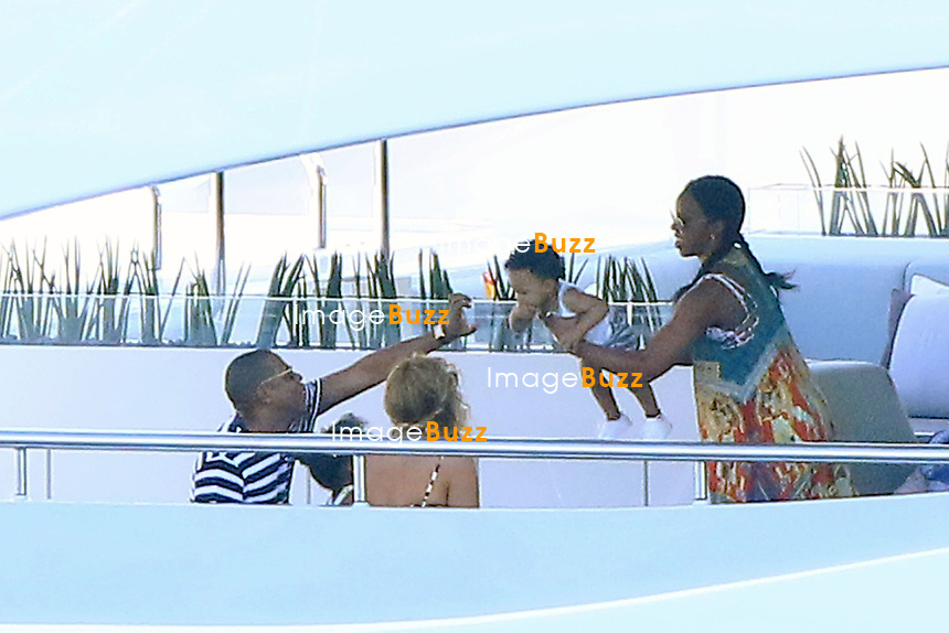 Beyonce, her husband Jay Z and their daughter blue Ivy enjoy a  lunch with some family members and Kelly Rowland with her husband on the Amalfi Coast , while on a cruise aboard a mega yacht. <br /> Italy, 12 September 2015