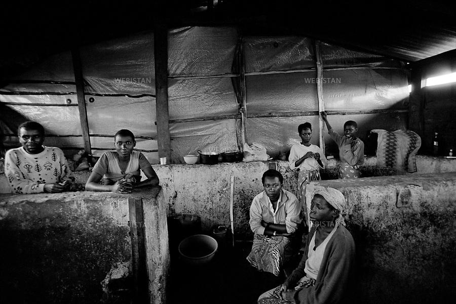 1995. Zaire. Democratic Republic of the Congo (DRC). Sud-Kivu Province. Camp of Kashusha. Rwandan Hutu refugees who fled their country during the 1994 Rwandan Genocide, live in a former stable turned into a psychiatric house by the FrËres de la Charité. Zaïre. République Démocratique du Congo (RDC).  Province du Sud-Kivu. Camp de Kashusha. Des réfugiés rwandais hutus qui ont fui leur pays pendant le génocide au Rwanda en 1994, vivent dans une ancienne étable aménagée en maison psychiatrique par les Frères de la Charité.