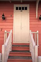 Iles Bahamas / New Providence et Paradise Island / Nassau: cette maison de bois la plus ancienne de l'ile XVIIIè siècle - porte d'entrée