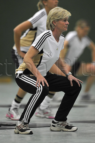 20 04 2011 Athletics and Coordination Training for women national team  in the Otto Wolff Halls in Cologne Silvia Envy DFB Trainer