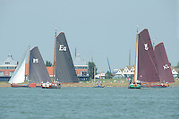 SKÛTSJESILEN: STAVOREN: IJsselmeer, 03-08-2015, 2e wedstrijd IFKS kampioenschap, A-klasse, winnaar De Zes Gebroeders uit Makkum, schipper Klaas Kuperus, It Doarp Eastermar (EA) met schipper Geale Tadema eindigde als 3e, skûtsje Striidber (schipper Siebo Zijsling) werd 4e, skûtsje Emanuel (KL) met schipper Merijn Olsthoorn finishte uiteindelijk 2e, ©foto Martin de Jong