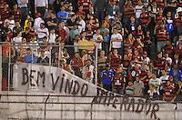 ATENÇÃO EDITOR: FOTO EMBARGADA PARA VEÍCULOS INTERNACIONAIS - SÃO PAULO, SP, 17 DE OUTUBRO DE 2012 - CAMPEONATO BRASILEIRO - PORTUGUESA x FLAMENGO: Torcida do Flamengo durante partida Portuguesa x Flamengo, válida pela 31ª rodada do Campeonato Brasileiro de 2012 no Estádio do Canindé. FOTO: LEVI BIANCO - BRAZIL PHOTO PRESS