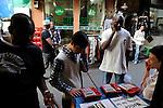 """Asien CHINA , Provinz Guangdong , Metropole Guangzhou (Kanton) , Viertel Xiaobei , hier leben viele tausende Haendler aus Afrika , kurz- oder langzeitig, legal oder illegal, die u.a.  in Grosshandels-/Exportmaerkten Textilien fuer Ihre Laeden in Afrika einkaufen    .Asia CHINA Guangzhou , african trader buy and ship textiles to africa.  -   global trade trading economy .  [ copyright (c) Joerg Boethling / agenda , Veroeffentlichung nur gegen Honorar und Belegexemplar an / publication only with royalties and copy to:  agenda PG   Rothestr. 66   Germany D-22765 Hamburg   ph. ++49 40 391 907 14   e-mail: boethling@agenda-fototext.de   www.agenda-fototext.de   Bank: Hamburger Sparkasse  BLZ 200 505 50  Kto. 1281 120 178   IBAN: DE96 2005 0550 1281 1201 78   BIC: """"HASPDEHH"""" ,  WEITERE MOTIVE ZU DIESEM THEMA SIND VORHANDEN!! MORE PICTURES ON THIS SUBJECT AVAILABLE!! ] [#0,26,121#]"""