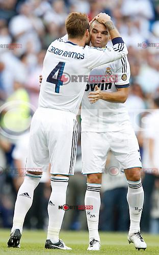 Real Madrid's Sergio Ramos and Pepe kiss before La Liga match. September 02, 2012. (ALTERPHOTOS/Alvaro Hernandez).