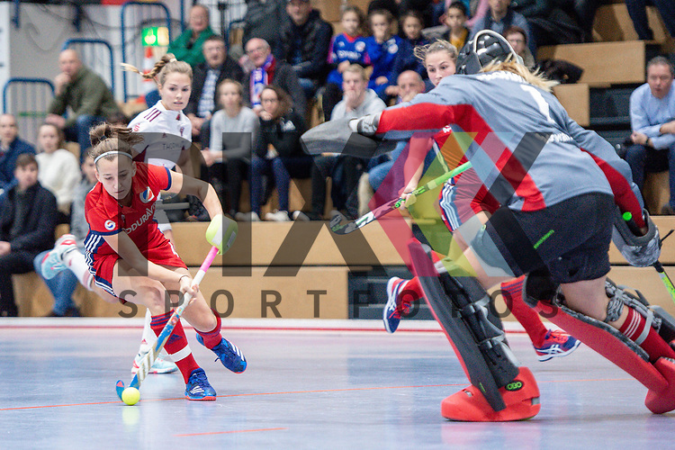 Mannheim, Germany, December 01: During the Bundesliga indoor women hockey match between Mannheimer HC and Nuernberger HTC on December 1, 2019 at Irma-Roechling-Halle in Mannheim, Germany. Final score 7-1. +m4+<br /> <br /> Foto © PIX-Sportfotos *** Foto ist honorarpflichtig! *** Auf Anfrage in hoeherer Qualitaet/Aufloesung. Belegexemplar erbeten. Veroeffentlichung ausschliesslich fuer journalistisch-publizistische Zwecke. For editorial use only.