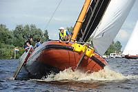 SKUTSJESILEN: DE VEENHOOP: Wide Ie, 30-07-2012, SKS skûtsjesilen, wedstrijd De Veenhoop, It Doarp Grou, skûtsje Grou, Anne Tjerkstra (coach), ©foto Martin de Jong