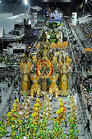 SAO PAULO, SP, 25 DE FEVEREIRO 2012 - DESFILE DAS CAMPEÃS DO CARNAVAL SP - VAI-VAI: Integrante da escola de samba Vai-Vai no desfile das Campeãs do Carnaval 2012 de São Paulo, no Sambódromo do Anhembi, na zona norte da cidade, neste sábado.(FOTO: LEVI BIANCO - BRAZIL PHOTO PRESS).