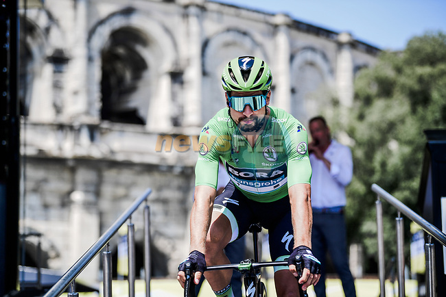 Green Jersey Peter Sagan (SVK) Bora-Hansgrohe at sign on before the start of Stage 16 of the 2019 Tour de France running 177km from Nimes to Nimes, France. 23rd July 2019.<br /> Picture: ASO/Pauline Ballet | Cyclefile<br /> All photos usage must carry mandatory copyright credit (© Cyclefile | ASO/Pauline Ballet)