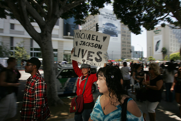 Mourning fans and the lucky few who attended the memorial service of pop icon Michael Jackson crowd the sidewalks of downtown Los Angeles Calif. Friday July 7, 2009.(Gerard Burkhart Photo).818-207-0273