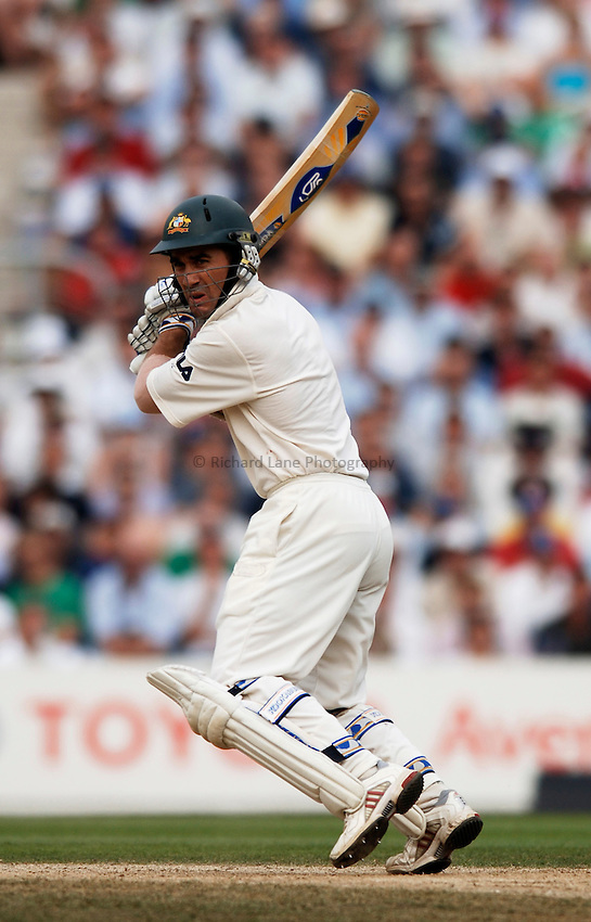 Photo: Glyn Thomas..England v Australia. nPower Test Series. The Ashes 2005..09/09/2005..Australia's Justin Langer.