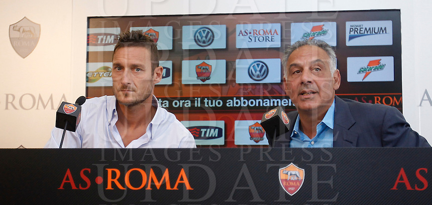 Il capitano della Roma Francesco Totti tiene una conferenza stampa insieme al presidente James Pallotta, a destra, in occasione del rinnovo del suo contratto, al centro sportivo Fulvio Bernardini di Trigoria, Roma, 20 settembre 2013.<br /> AS Roma football club captain Francesco Totti  attends a joint press conference with club's president James Pallotta, right, in occasion of the renewal of his contract at the club's sporting center in Rome, 20 September 2013.<br /> UPDATE IMAGES PRESS/Isabella Bonotto