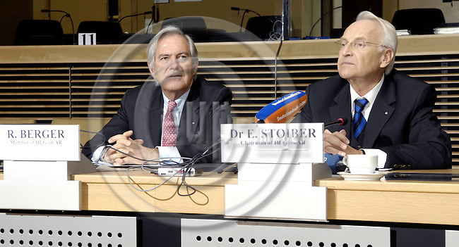 Brussels-Belgium - 17 January 2008---The High Level Expert Group on administrative burdens, chaired by Edmund STOIBER, meets for the first time; here, Edmund STOIBER (ri) with Roland BERGER (le), Head of Roland Berger Management Consultancy---Photo: Horst Wagner/eup-images
