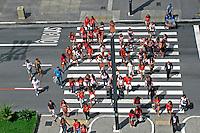 Faixa de travessia de pedestres na Avenida Paulista. Sao Paulo. 2015. Foto de Marcia Minillo.