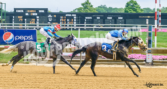 C C's Warrior winning at Delaware Park on 7/9/16