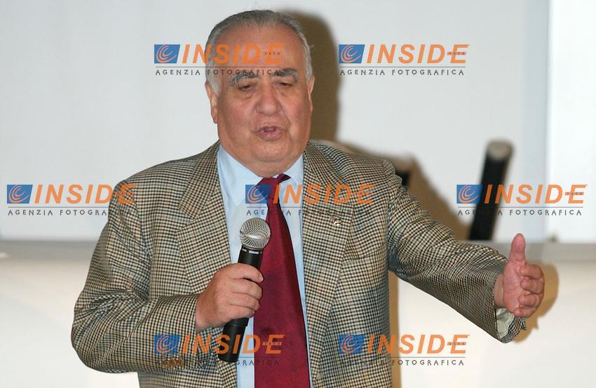 Roma 14 Luglio 2003<br /> Presentazione nuove divise Diadora.<br /> Il Presidente della roma Franco Sensi<br /> foto Andrea Staccioli Insidefoto