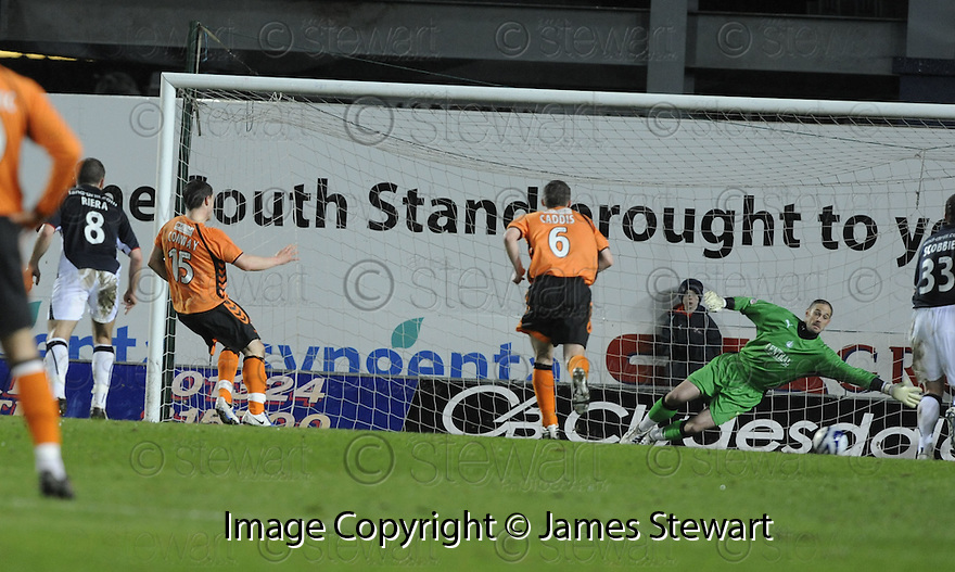 03/03/2009  Copyright Pic: James Stewart.File Name : sct_jspa02_falkirk_v_dundee_utd.CRAIG CONWAY SCORES UNITED'S FIRST FROM THE SPOT.James Stewart Photo Agency 19 Carronlea Drive, Falkirk. FK2 8DN      Vat Reg No. 607 6932 25.Studio      : +44 (0)1324 611191 .Mobile      : +44 (0)7721 416997.E-mail  :  jim@jspa.co.uk.If you require further information then contact Jim Stewart on any of the numbers above.........
