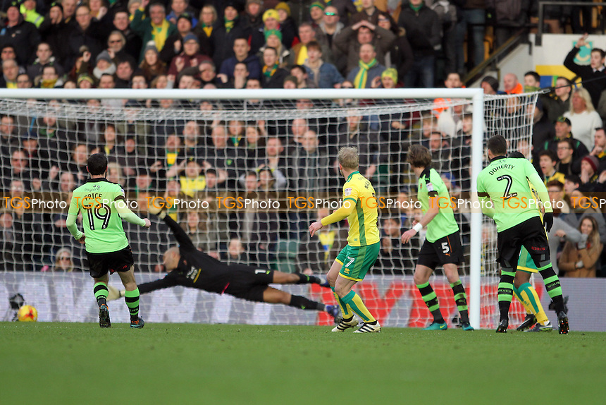 Steven Naismith of Norwich City makes no mistake and buries the ball for the first goal during Norwich City vs Wolverhampton Wanderers, Sky Bet EFL Championship Football at Carrow Road on 21st January 2017