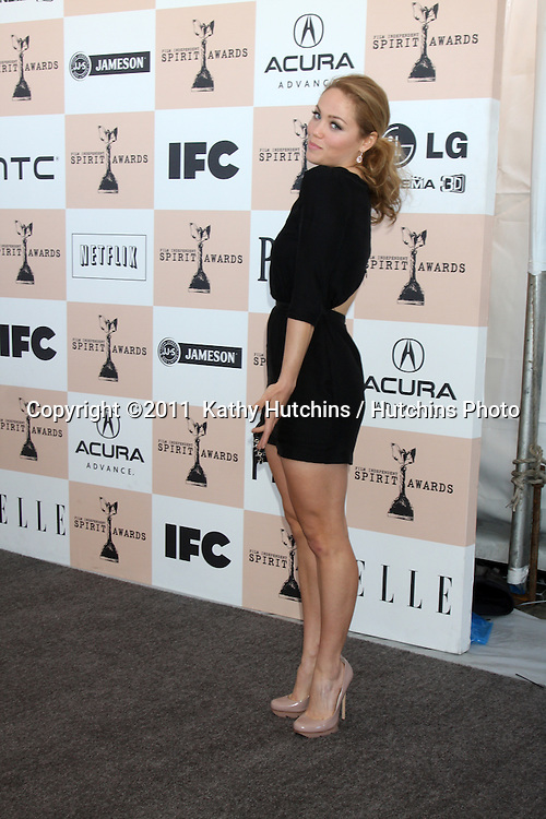 LOS ANGELES - FEB 26:  Erika Christensen arrives at the 2011 Film Independent Spirit Awards at Beach on February 26, 2011 in Santa Monica, CA