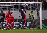 Kopfballchance Almamy Touré (Eintracht Frankfurt) - 20.02.2020: Eintracht Frankfurt vs. RB Salzburg, UEFA Europa League, Hinspiel Round of 32, Commerzbank Arena DISCLAIMER: DFL regulations prohibit any use of photographs as image sequences and/or quasi-video.