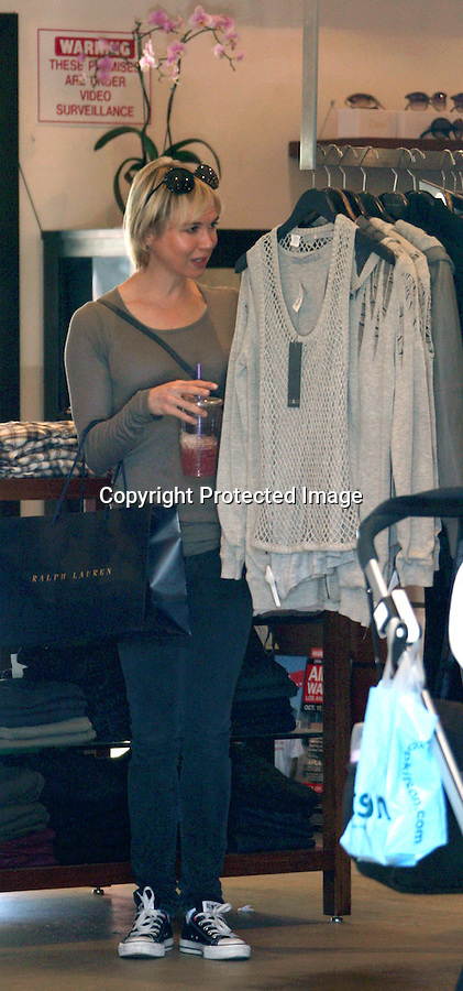 September 19th 2010  Sunday ..Renee Zellweger & her mom went shopping at Ralph Lauren & looked mostly at pants & some earings. Then they walked next door to Madison, Planet Blue then bought some lotion at L'Occitane in the Malibu Cross Creek shopping center. Renee was really nice smiling & even pet a fans dog. Renne was wearing big black circle sunglasses ...Abilityfilms@yahoo.com.805-427-3519.www.AbilityFilms.com