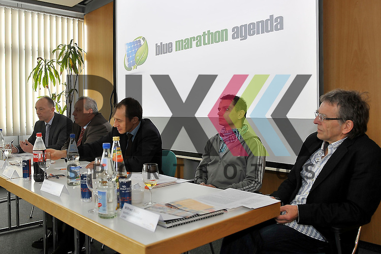 v.l. Dr. Christian Herbert (GF m3), Andreas Kerber (GF RNV), Dr. Martin Staiger (Publik), Michael Volz (Jubilaeumslaeufer) und Wilfried Raatz (sportlicher Leiter) bei der Pressekonferenz fuer den MLP Marathon 2013.<br /> <br /> Foto &copy; Rhein-Neckar-Picture *** Foto ist honorarpflichtig! *** Auf Anfrage in hoeherer Qualitaet/Aufloesung. Belegexemplar erbeten.