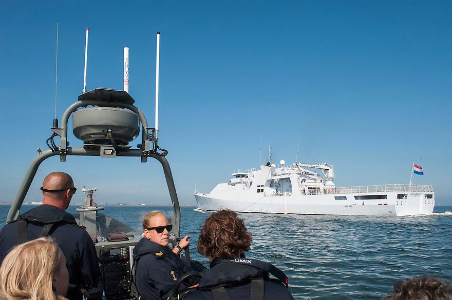 Nederland, Den Helder, 4 sept 2013<br /> Patrouilleboot van de Marine de ZM Friesland net buiten de haven van marinebasis den Helder. <br /> Marine moet ook fors bezuinigen.<br /> <br /> Foto(c): Michiel Wijnbergh