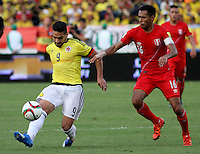 BARRANQUILLA  - COLOMBIA - 8-10-2015: Falcao Garcia  jugador de la seleccion Colombia  disputa el balon con Carlos Lobaton de la seleccion Peru durante primer partido  por por las eliminatorias al mundial de Rusia 2018 jugado en el estadio Metropolitano Roberto Melendez  / : Falcao Garcia   player of Colombia  fights for the ball with Carlos Lobaton of selection of Peru during first qualifying match for the 2018 World Cup Russia played at the Estadio Metropolitano Roberto Melendez. Photo: VizzorImage / Felipe Caicedo / Staff.