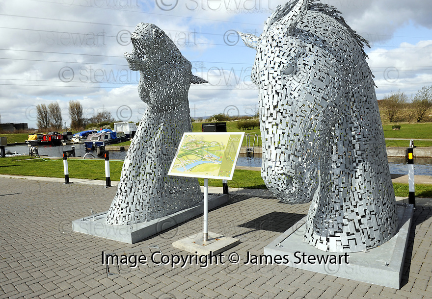 20/04/2010   Copyright  Pic : James Stewart.01_helix_sign  .::  HELIX PROJECT ::  THE NEW SIGN SITES BETWEEN THE KELPIES AT LOCK 2 ::.