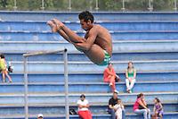 MEDELLÍN -COLOMBIA-15-06-2013. Osler Gil en el salto de 3m durante el campeonato Nacional Interligas de Clavados Medellín./ Osler Gil at 3m jump during National Interleague Diving Championship in Medellin.  Photo:VizzorImage/Luis Ríos/STR