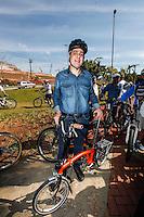 SAO PAULO, SP, 14 JULHO 2012 - ELEICOES 2012 - JOSE SERRA - O vice candidato pelo PSDB a prefeitura de Sao Paulo Alexandre Schneider, cumpre agenda eleitoral durante visita a Ciclovia da Radial Leste, em Itaquera, neste sábado, 14. (FOTO: VANESSA CARVALHO / BRAZIL PHOTO PRESS).