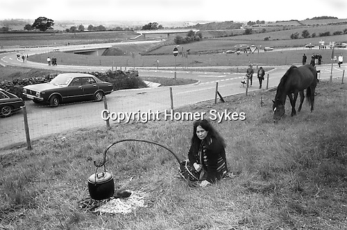 Appleby in Westmorland Horse fair Cumbria. 1981. Cooking meal over an open fire outside.
