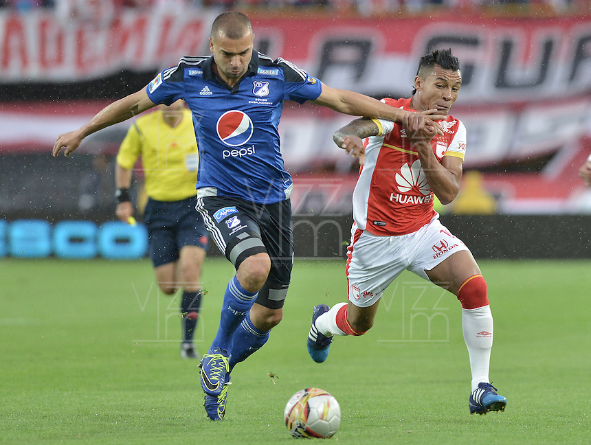 BOGOTÁ -COLOMBIA, 06-09-2015. Wilson Morelo (Der) jugador de Independiente Santa Fe disputa el balón con Andres Cadavid (Izq) jugador de Millonarios durante partido por la fecha 10 de la Liga Aguila II 2015 jugado en el estadio Nemesio Camacho El Campín de la ciudad de Bogotá./ Wilson Morelo (R) player of Independiente Santa Fe fights for the ball with Andres Cadavid (L) player of Millonarios during the match for the 10th date of the Aguila League II 2015 played at Nemesio Camacho El Campin stadium in Bogotá city. Photo: VizzorImage/ Gabriel Aponte / Staff