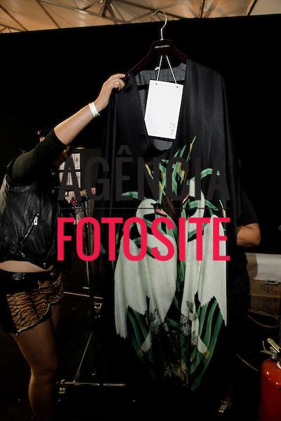 Sao Paulo, Brasil - 02/04/2014 - Backstage  do desfile de Adriana Degreas durante o SPFW  - Verao 2015. <br /> Foto : Sergio Caddah/ FOTOSITE