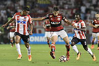 BARRANQUIILLA - COLOMBIA, 30-11-2017: Luis Narvaez Pitalua (Izq) y Yimmi Chara (Der) del Atlético Junior de Colombia disputan el balón con Lucas Paqueta (C) jugador de Flamengo de Brasil durante partido de vuelta por la semifinal 2 de la Copa CONMEBOL Sudamericana 2017  jugado en el estadio Metropolitano Roberto Meléndez de la ciudad de Barranquilla. / Luis Narvaez Pitalua (L) and Yimmi Chara (R) players of Atlético Junior of Colombia struggles the ball with Lucas Paqueta (L) player of Flamengo of Brazil during second leg match for the semifinal 2 of the Copa CONMEBOL Sudamericana 2017played at Metropolitano Roberto Melendez stadium in Barranquilla city.  Photo: VizzorImage / Gabriel Aponte / Staff