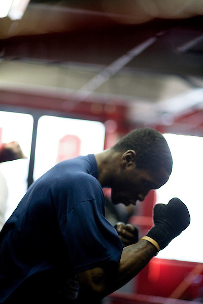Gleason's Gym has continued its long standing tradition in the boxing world as a training ground of competitors by putting 5 fighters into the finals of the 2006 Golden Gloves amateur boxing competition.. An inside look at the last 10 days of training for the 5 young fighters.