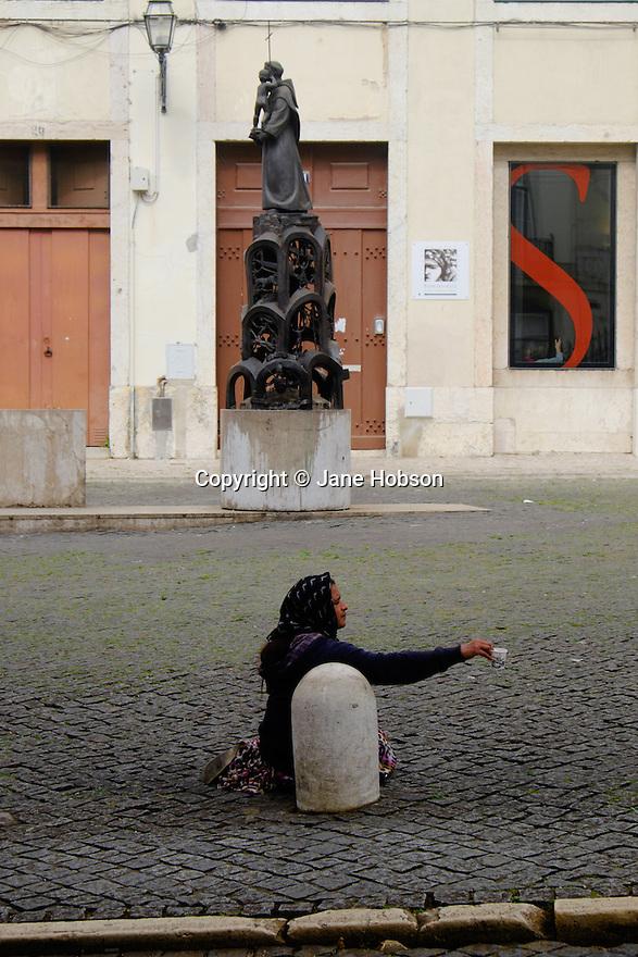 Lisbon, Portugal. 21.03.2015. A woman, begging, Largo da Se, Lisbon, Portugal. © Jane Hobson.