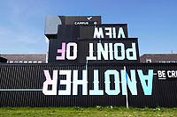 Nederland  Groningen 2019 . Start-up City. Op Zernike Campus is een nieuwe ondernemersfaciliteit gebouwd, genaamd Start-up City. In deze innovatieve hotspot, gebouwd met o.a. hergebruikte zeecontainers, krijgen diverse ondernemers en ondernemersinitiatieven van de kennisinstellingen een zichtbare plek op Zernike Campus. Een van de eerste bewoners is Cube050. Cube050 verhuurt kantoorruimtes en flexplekken aan studentstarters en alumni van de Hanzehogeschool en de RUG. Another Point Of View. Foto Berlinda van Dam / Hollandse Hoogte