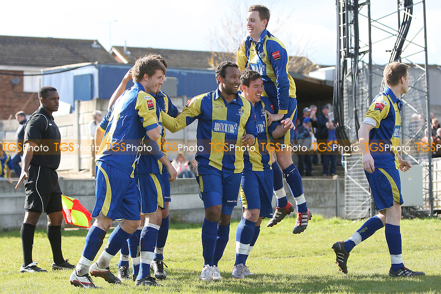 Jamie Dicks of Romford scores a late winning goal and celebrates with his team mates - Romford vs AFC Sudbury - Ryman League Division One North Football at Mill Field, Aveley FC - 21/04/12 - MANDATORY CREDIT: Gavin Ellis/TGSPHOTO - Self billing applies where appropriate - 0845 094 6026 - contact@tgsphoto.co.uk - NO UNPAID USE.