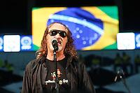 ATENÇÃO EDITOR: FOTO EMBARGADA PARA VEÍCULOS INTERNACIONAIS - RECIFE,PE,10 SETEMBRO 2012 - AMISTOSO SELEÇÃO BRASILEIRA - BRASIL X CHINA -Show do  cantor Alceu Valença antes da partida  Brasil x China no Estádio José do Rego Maciel  (Arruda) em Recife na noite desta segunda feira (10).(FOTO ALE VIANNA - BRAZIL PHOTO PRESS).