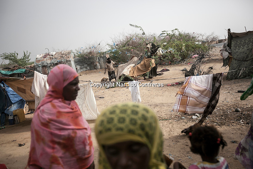 Tuesday 07 July, 2015: Displaced from the heavy fighting in Haradh bordertown are seen in a temporary settlement at the outskirts of Beni Hassan in Hajjah province, Northwest of Yemen. (Photo/Narciso Contreras)