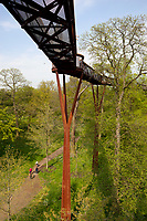 Grossbritannien, England, Kew: Stadtteil Londons im Stadtbezirk London Borough of Richmond upon Thames - Rhizotron and Xstrata Treetop Walkway im Royal Botanic Gardens, inzwischen UNESCO Weltkulturerbe | United Kingdom, England, Greater London, Kew: district in the London Borough of Richmond upon Thames - Rhizotron and Xstrata Treetop Walkway at Royal Botanic Gardens, UNESCO World Heritage Site